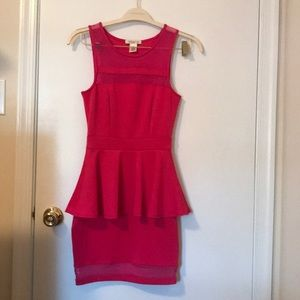 ARDEN B. Peplum dress XS in fushia